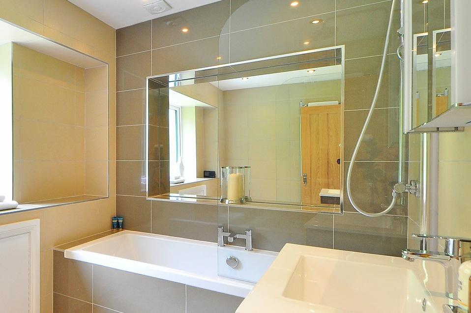 Sicherlich erfüllen gewöhnliche Badezimmerspiegel ihren Zweck, doch um modernen Ansprüchen zu genügen und auch Digital Natives zu begeistern braucht es etwas mehr.